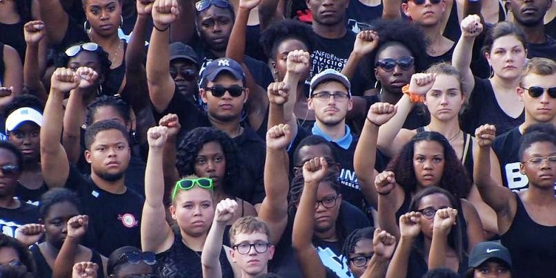 North-Carolina-fans-football-protest